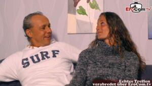 Brünette Ehefrau will Dreier mit zweitem Mann