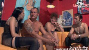 Reife Brünette mit Ehemann beim Swinger Casting
