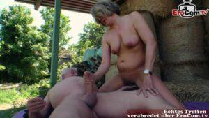 Erfahrene Deutsche Ehefrau fickt alten Bauer