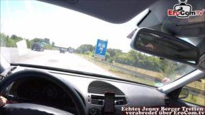 Autofahrt mit Blowjob von rothaariger Teen