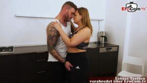 Kurviges Teen Lina Mila beim geilen Sextreffen