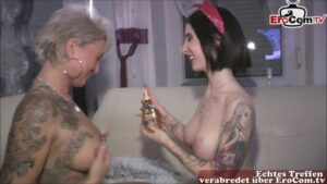 Lesbennummer mit Milf NightKiss66 und junger Frau