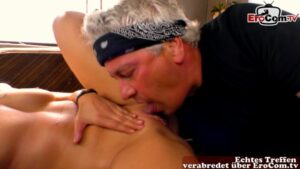 Joggerin verführt zum spontanen Sex im Wohnmobil