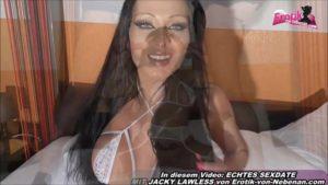 Weiße Unterwäsche beim Sandwich FMM mit Latina