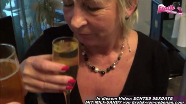 Pisse trinken mit reifer Hausfrau Milf-Sandy