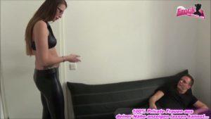 Latex Hose besamen beim Sex mit Brillenträgerin
